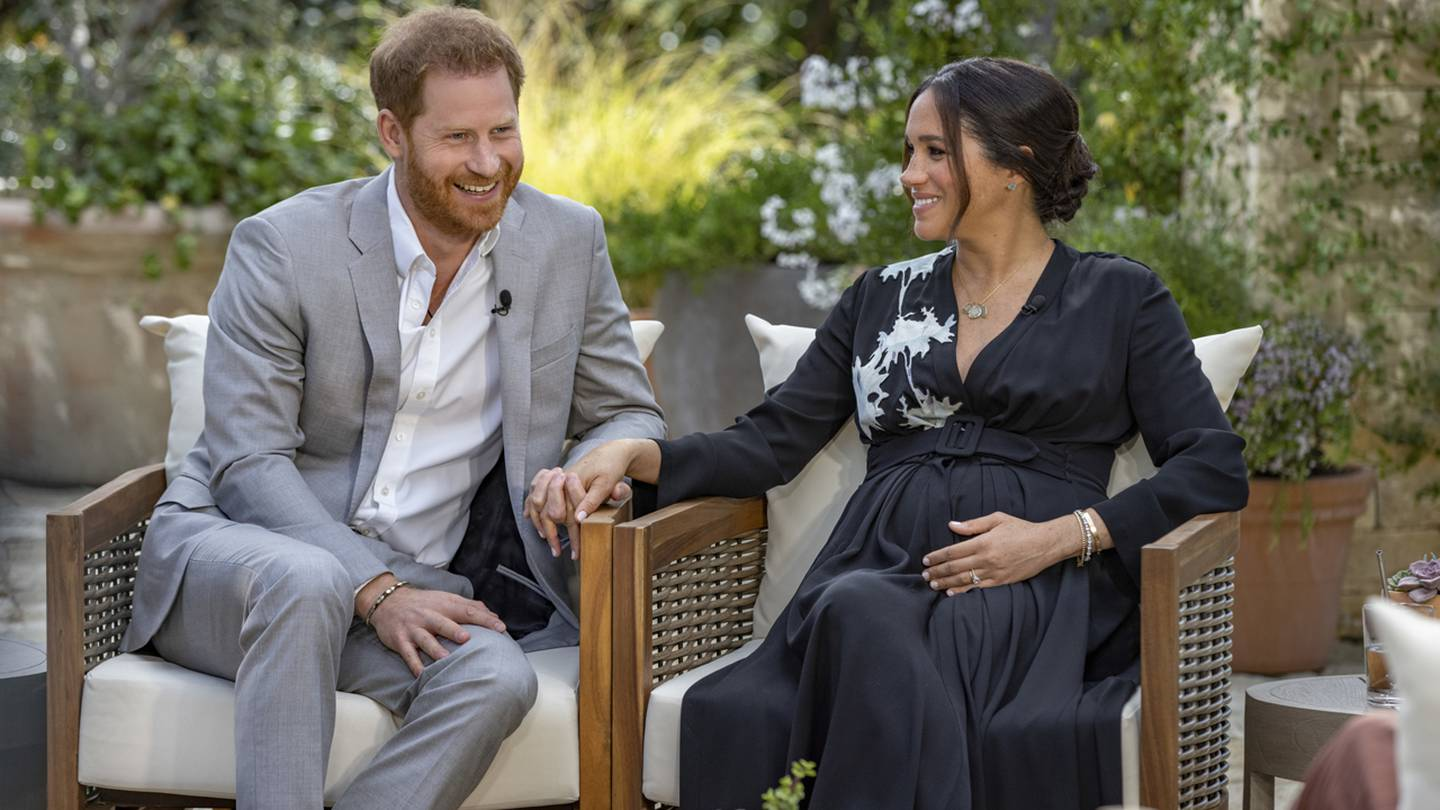 Pregnant Meghan Markle, Prince Harry and son Archie shown in new family photo – FOX13 News Memphis