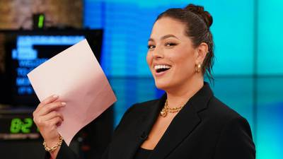 Model Ashley Graham pregnant with twins