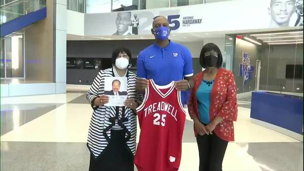Iconic Treadwell High jersey returned to Penny Hardaway over 30 years after high school career