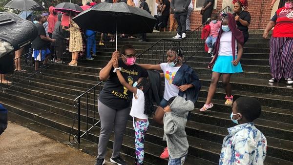 Parents pick up children in emotional reunion following Memphis school shooting
